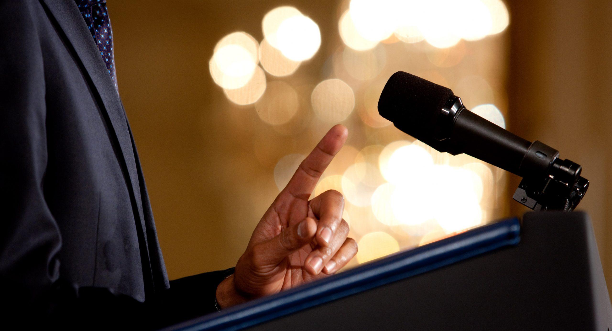 10 motivos por los qué debes aprender hablar en publico:
